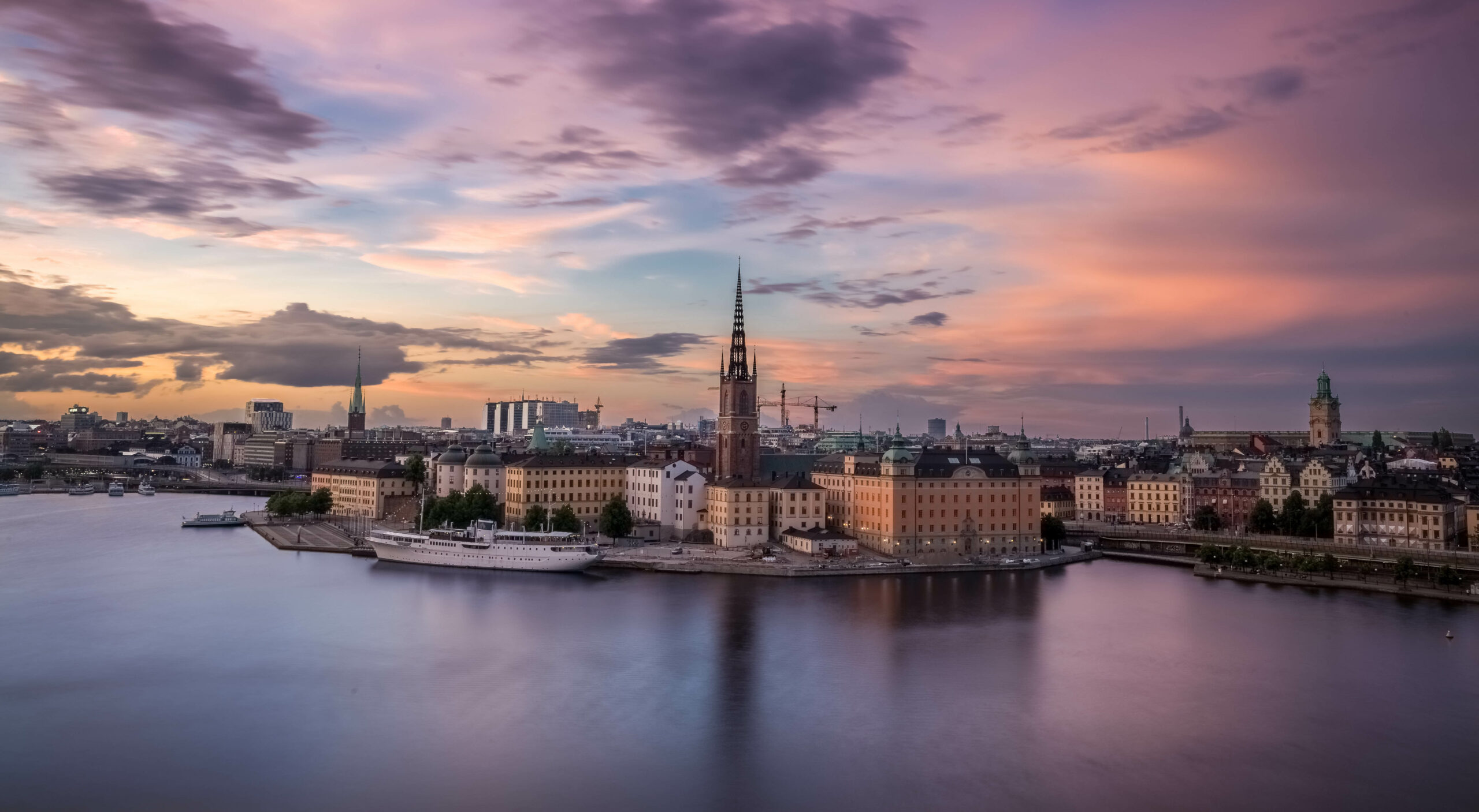 En helikoptervy över Stockholms arketektur